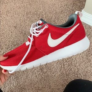 Nike Red Youth Roshes